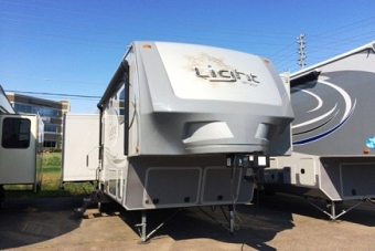 2015 HIGHLAND RIDGE LIGHT 318RLS